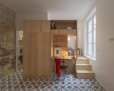 Zimmer mit Schrank